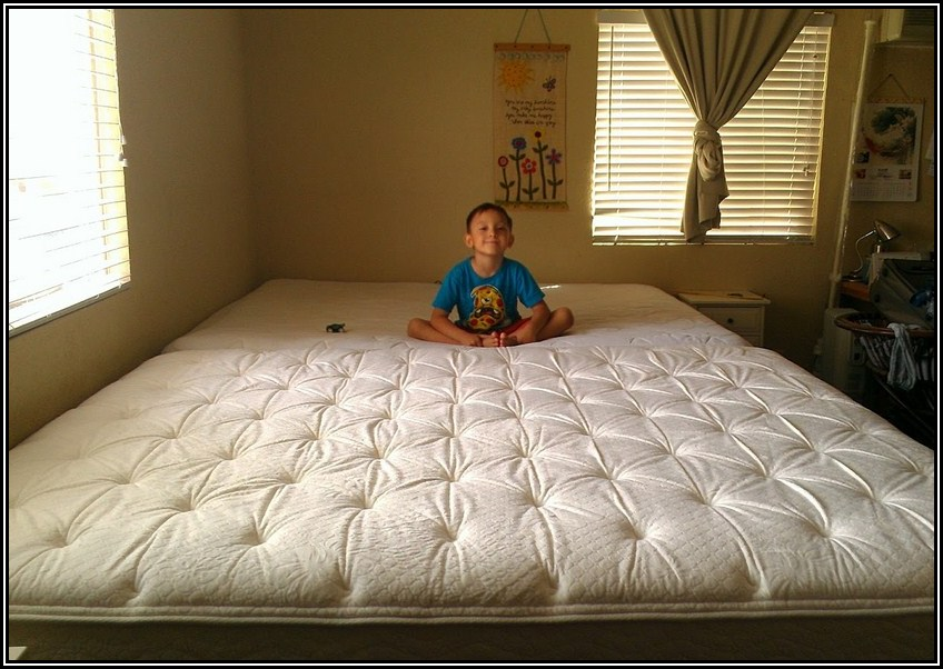 http://swisshomeshop.ru/images/upload/california-king-size-bed-with-people.jpg